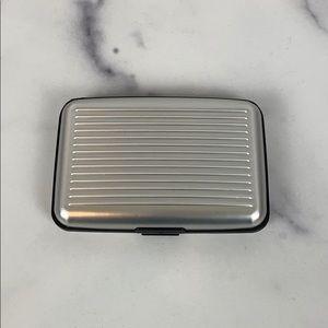 Security wallet in silver
